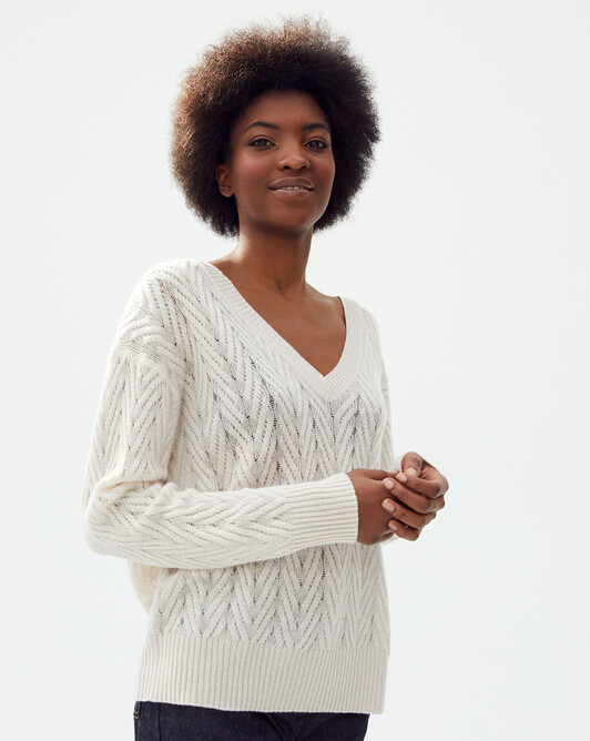 Off gauge cable stitch v-neck sweater - Hemp