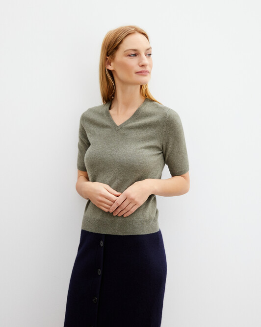 Timeless short-sleeved V-neck pullover - Khaki