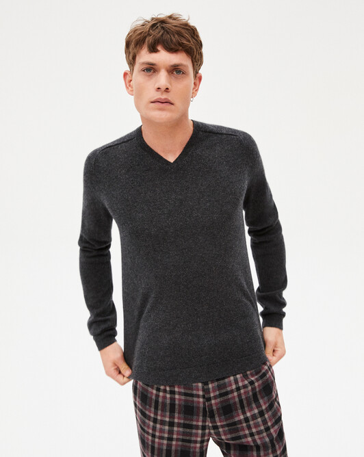 Fitted V-neck pullover with offset shoulders - Charcoal grey