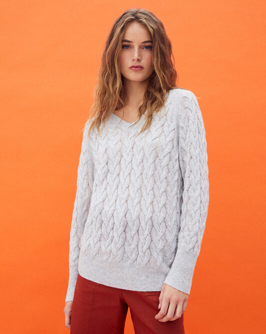 Airy cable stitch v-neck sweater - Frost grey