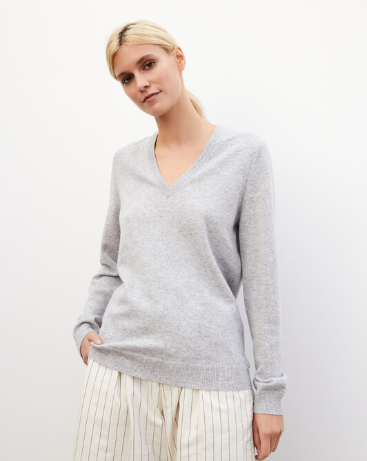 Classic V-neck pullover - Frost grey