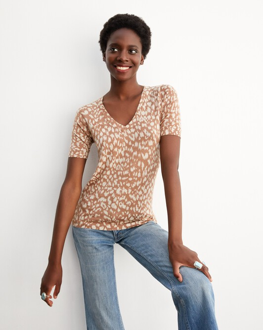 Leopard print short-sleeved v-neck pullover - Camel