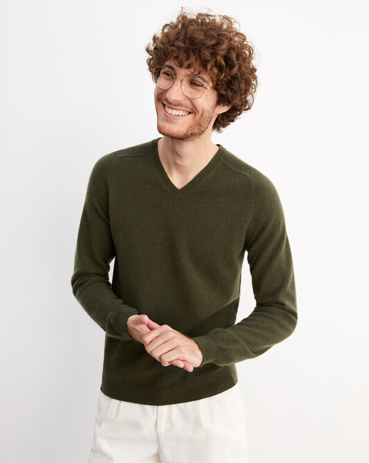 Fitted V-neck pullover with offset shoulders - Kale