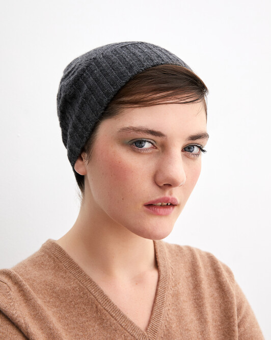 Airy cable-stitch hat - Charcoal grey