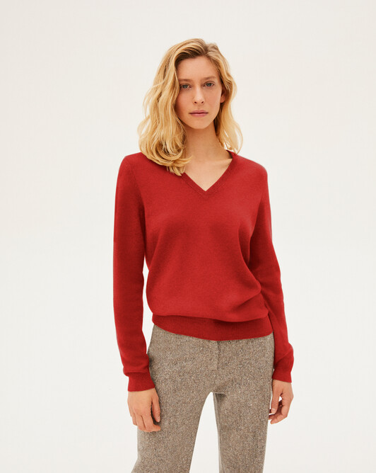 Classic V-neck pullover - Ruby red