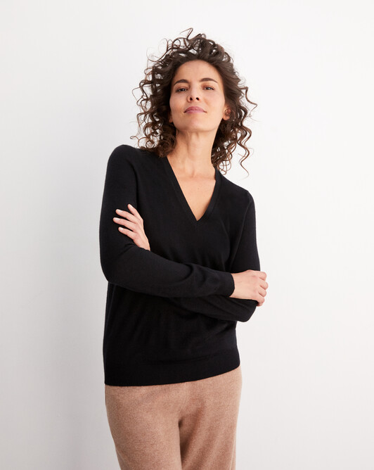 Contemporary extrafine V-neck pullover - Black