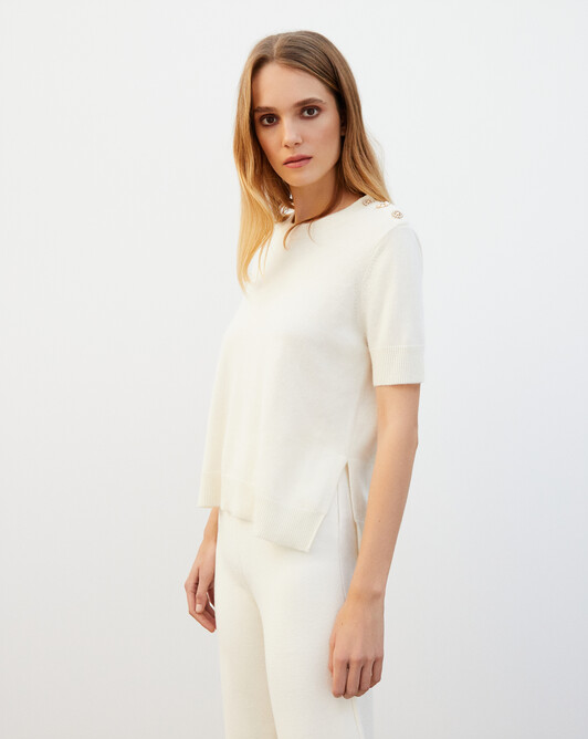 Short-sleeved crew neck pullover with jewel shoulder buttons - Autumn white
