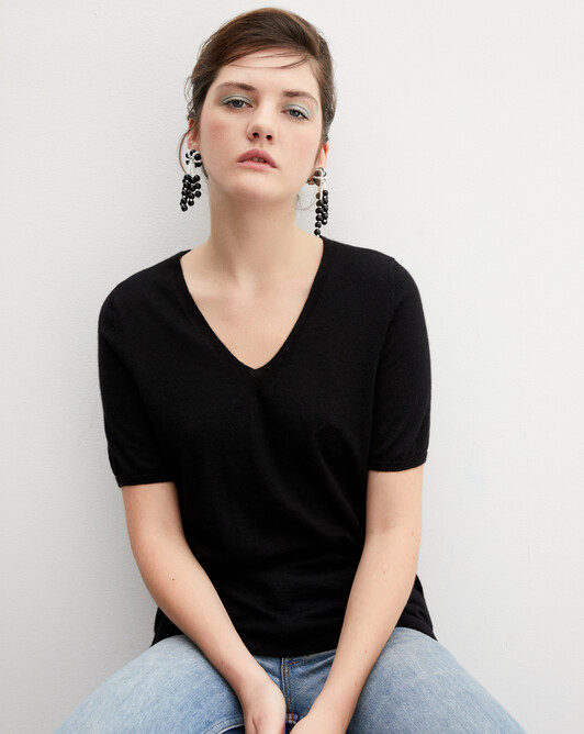 Contemporary extrafine short-sleeved V-neck - Black