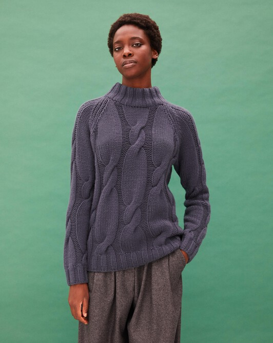 Hand-knitted cable-stitch crew neck pullover - Incense