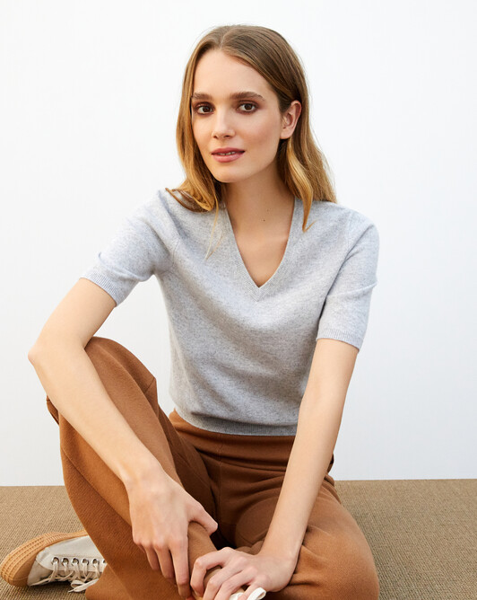 Timeless short-sleeved V-neck pullover - Frost grey