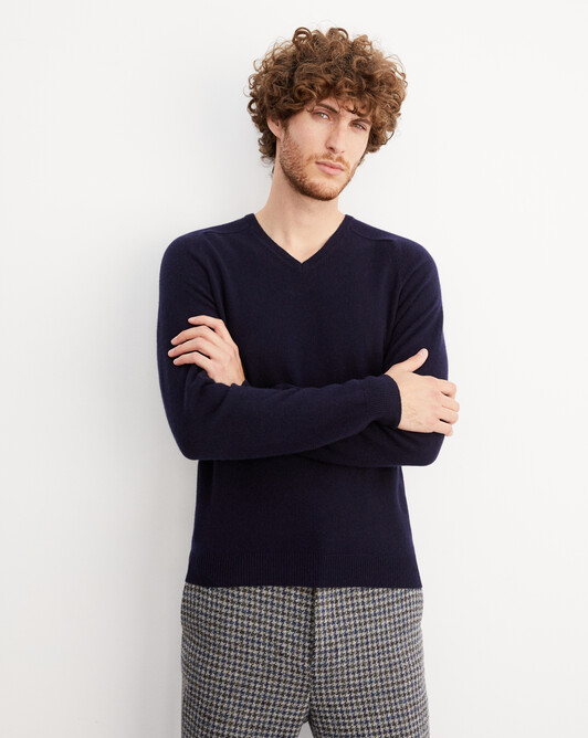 Fitted V-neck pullover with offset shoulders - Navy blue