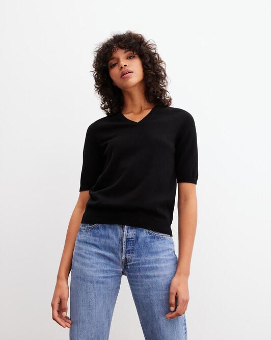 Timeless short-sleeved V-neck pullover - Black