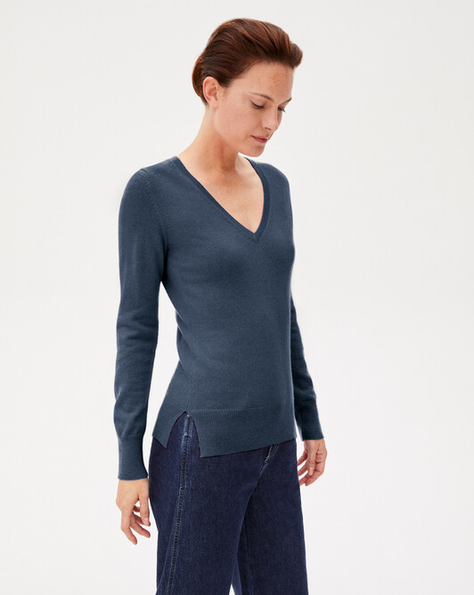 Fitted V-neck pullover - Indigo