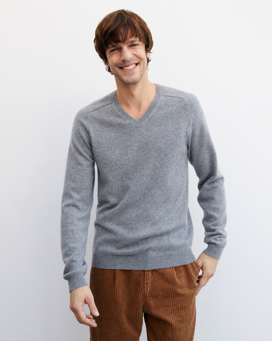 Fitted V-neck pullover with offset shoulders - Flannel grey