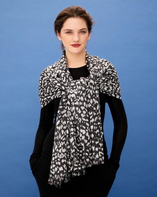 Leopard print stole 180 cm x 85 cm - Charcoal grey