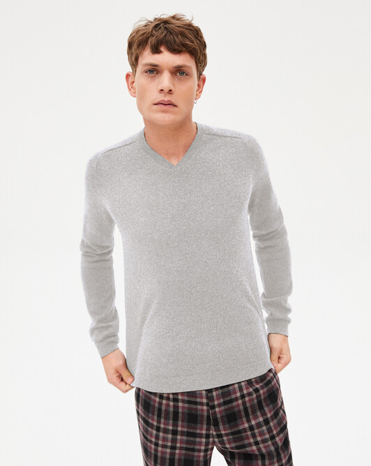 Fitted V-neck pullover with offset shoulders - Frost grey