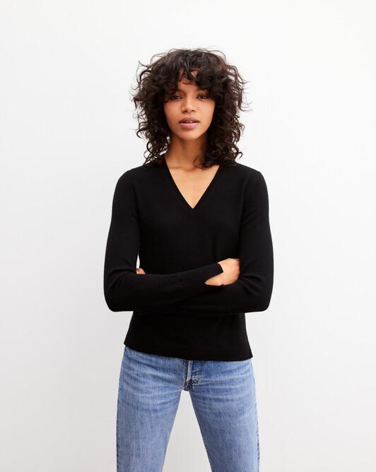 Fitted V-neck pullover - Black